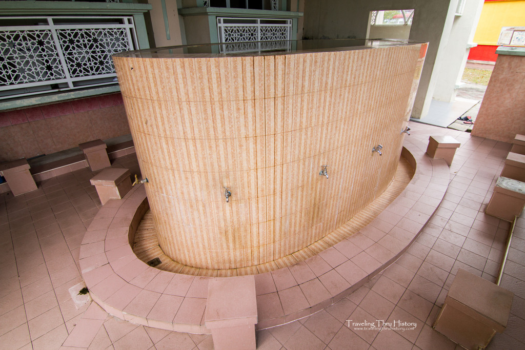 Al-Hana Mosque is also known as Masjid Al Hana. It was built in 1959 in Kuah Town on Langkawi Island, Malaysia. The structure combines Islamic motifs from Uzbekistan with Malay-style architecture and follows conventional mosque design.